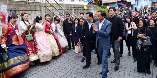 Kunjungi Desa Budaya Gamcheon di Busan, Jokowi : Membangun Seperti Ini Bukan Sesuatu yang Sulit